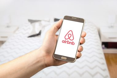 airbnb-2384737_1920